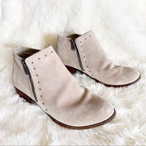 Minnetonka • suede leather ankle booties rivets